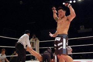 Shirai choked out Yoon. - Sportsnavi.com