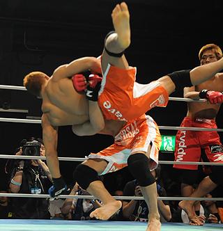 Okude takes down Miyata. - GBRing.com