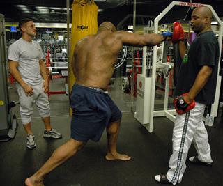 "Maurice Smith training ""The Beast"" - GBRing.com"
